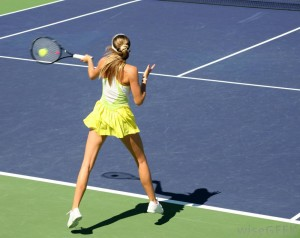 woman-hitting-tennis-ball